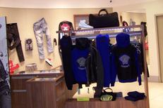 Les Gémeaux Toulouse vend des vêtements pour Homme de marque. Ici des joggings Versace.(® site Les Gémeaux)