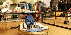 Boutique de mode à Toulouse qui vend des vêtements, des chaussures, des sacs, des accessoires de mode ( ® SAAM-fabrice Chort)